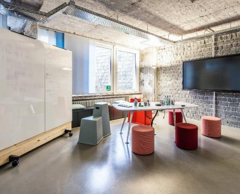 media raum in hybriden Büros